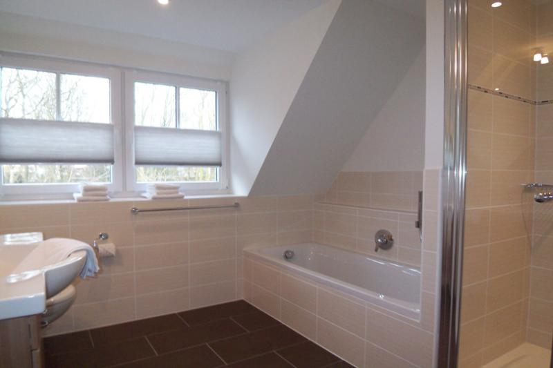 Offene Dusche Im Schlafzimmer : Dusche, ein Schlafzimmer mit Doppelbett (+TV) und ein Schlafzimmer
